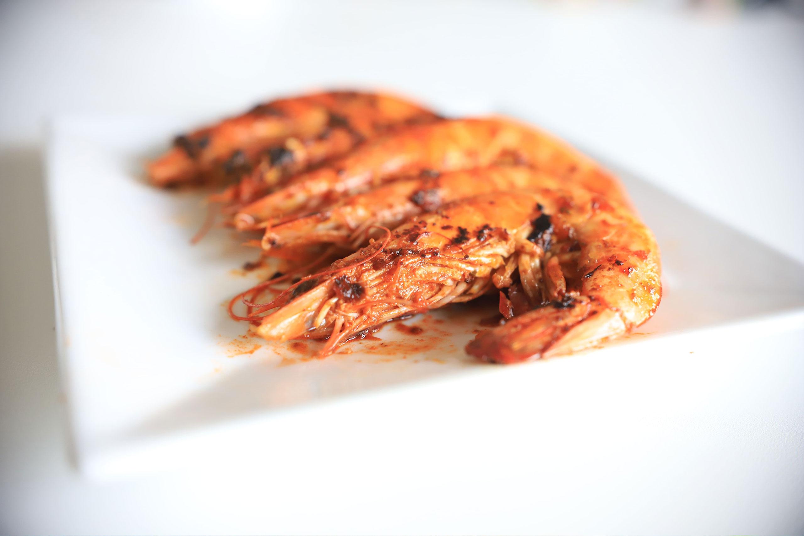 recette-crevettes-marinées-barbecue-plancha