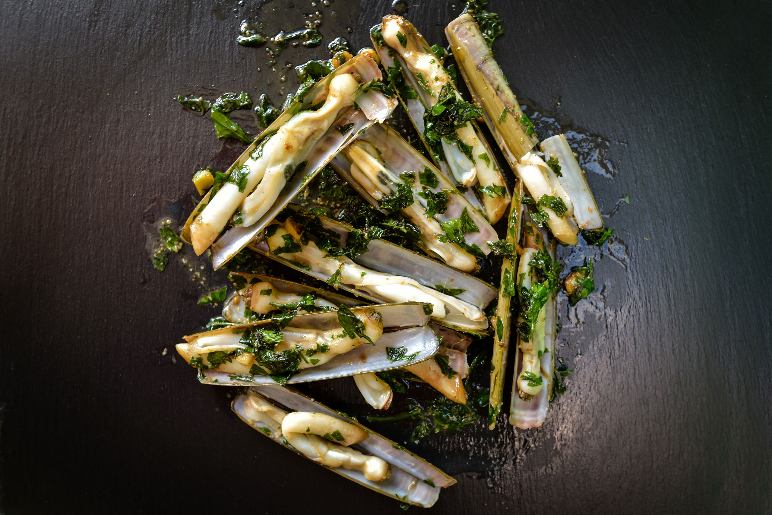 cuisiner-couteaux-ail-persil